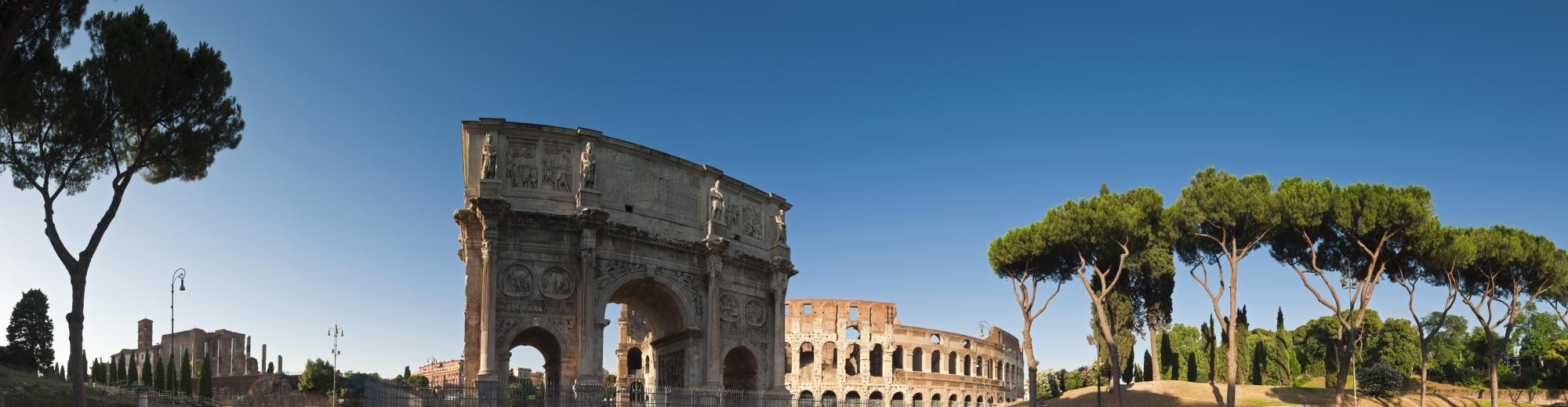 roma poderoso coliseo y el arco de constantino