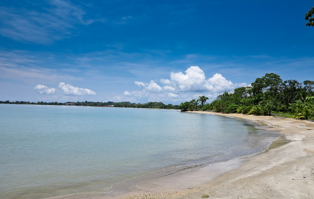 playa en isla colon